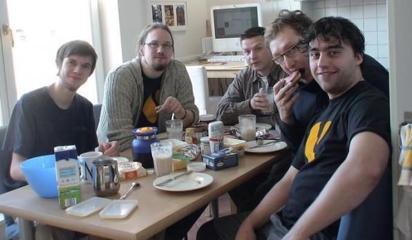 Beim Frühstück vor dem Meeting in Berlin: Sebastian Kurfürst, Karsten Dambekalns, Ronny Unger, Christian Jul Jensen und Robert Lemke (v.l.n.r).