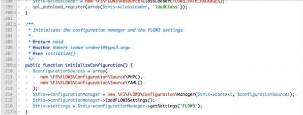 Ungewöhnlich: Backslashes als Namespace-Trenner – nach kurzer Eingewöhnung jedoch kein Problem mehr.