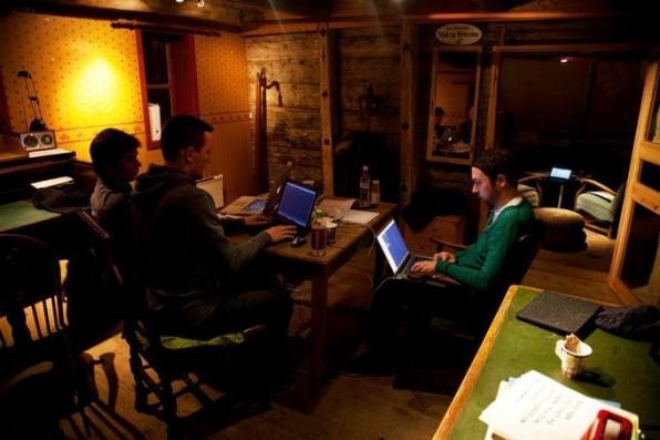 Teamwork und Entwicklung von flymeto.eu beim Startup Weekend Bergen.