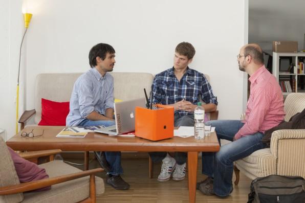 Die Protonet-Gründer Ali Jelveh und Christopher Blum im Gespräch mit t3n-Redakteur Luca Caracciolo.