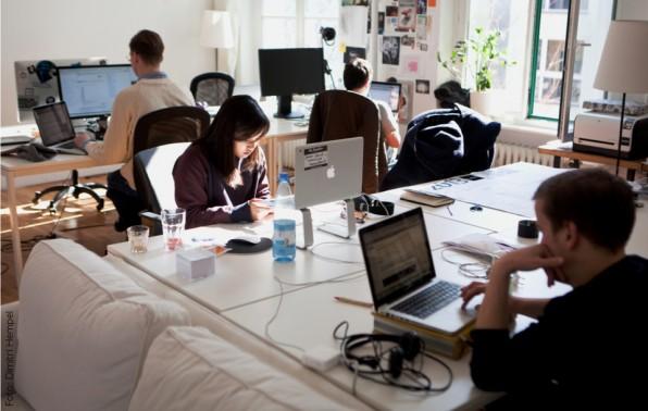 Im Großraumbüro wird an einem tragfähigen Geschäftsmodell gebastelt.