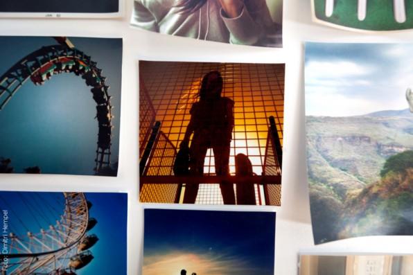 In den Büros von EyeEm gibt es überall schicke Fotowände – alle Mtarbeiter haben ein Faible für Fotografie.