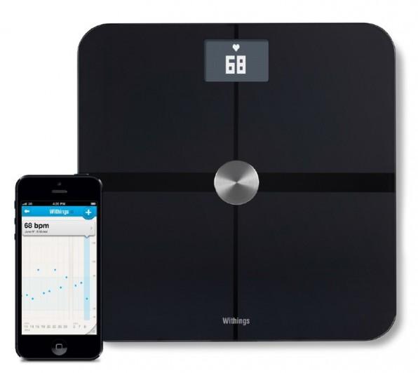 Die smarte Waage von Withings liefert nicht nur Auskunft über das aktuelle Gewicht, sondern auch über den Fettanteil, den Puls sowie die Luftqualität und mappt alle Daten in einer so genannten Health-Mate-App.