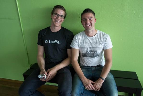 Geben offen Auskunft über die eigenen Gehälter – und die der Mitarbeiter: Buffer-Gründer Leo Widrich und Joel Gascoigne (Foto: Scott Beale / Laughing Squid).
