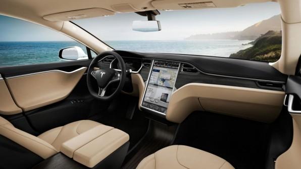 Die Elektrofahrzeuge von Tesla Motors glänzen unter anderem mit einem 17-Zoll-Bildschirm und automatischen Softwareupdates.