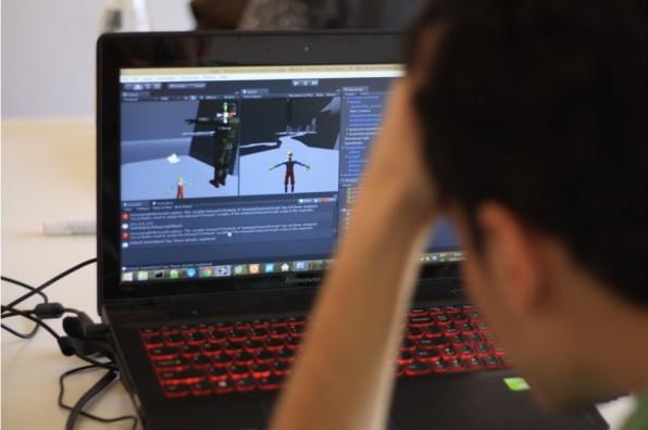 Schulterblick: Hackathons wie der Berliner Game Jam bieten Firmen die Gelegenheit, potenzielle Mitarbeiter zu beobachten.
