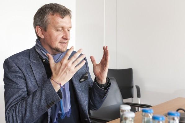 """Jochen Wegner hat agile Methoden im Newsroom von Zeit Online eingeführt: """"Wir hatten das Problem, zu sehr wie eine Tageszeitung zu arbeiten, die einen bevorstehenden Drucktermin einhalten muss."""""""