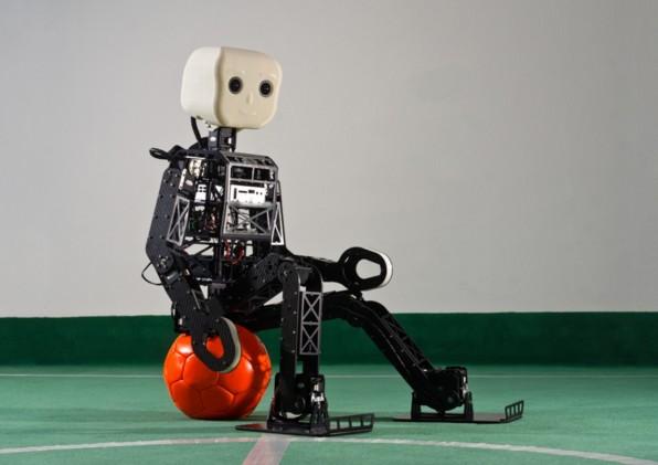 Der Bonner Roboter NimbRo kommt auch in komplexeren Umfeldern zurecht. Für klassische Hausarbeiten taugt aber auch er noch lange nicht.