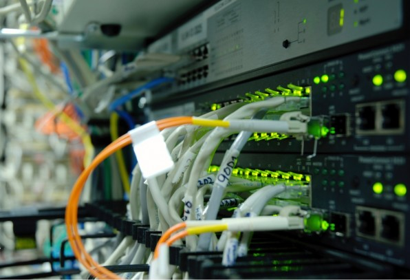 Mit dem Pi und entsprechenden Sensoren lässt sich die Temperatur im Serverraum überwachen. (Foto: BDyksen / iStock)