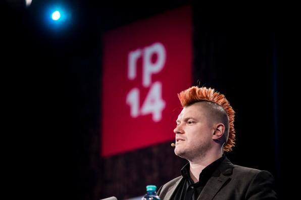 """Auf der diesjährigen re:publica hat Sascha Lobo der Netzgemeinde in seiner """"Rede zur Lage der Nation"""" Versagen vorgeworfen und sie dazu aufgefordert, mehr gegen die Überwachung mit dem Internet zu tun. (Foto: Markus Henkel)"""