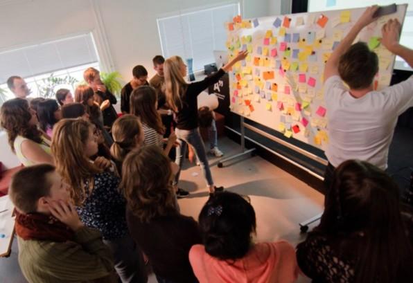 Unterschätzter Wettbewerbsvorteil: Ein hervorragendes Team bringt ein Unternehmen weiter als so manche strategische Maßnahme. Ein klares Werteverständnis hilft dabei, die bestmöglichen Kandidaten zu finden und zu binden. (Foto: Creative Sustainability / Flickr)
