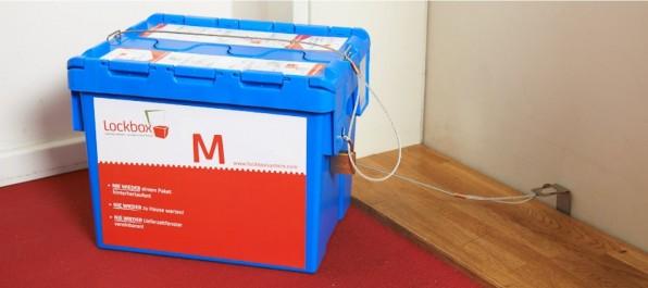 Verschiedene Startups bieten bereits unterschiedlichste Lösungen für Paketboxen. Die Lockbox etwa, bisher in Berlin und Hamburg verfügbar, lässt sich an der Haus- oder Wohnungstür anketten und verschließen. (Foto: Lockbox)