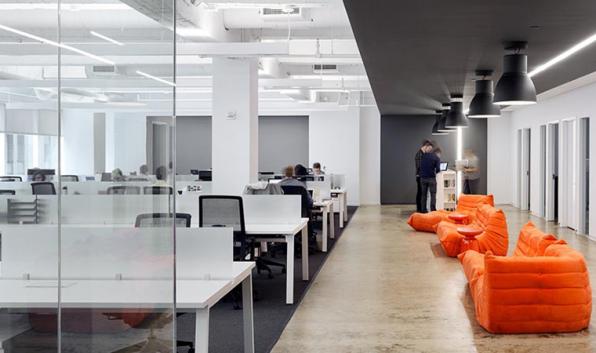 New York City ist ein Magnet für Medien-Startups – auch für Vox Media. Zu dem digitalaffinen, stark wachsenden Publisher gehören unter anderem The Verge (abgebildete Büroräume) oder das Rech-Blog Re/code. (Foto: Fogarty Finger Architecture)
