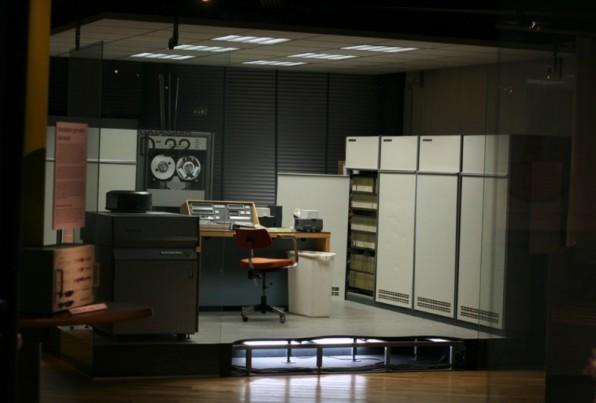 Ein Database-Großrechner aus den 60er Jahren: Banken waren die ersten Institu- tionen, die solche Großrechner einsetzten. (Foto: Lars Aronson/Wikimedia Commons CC SA 1.0)