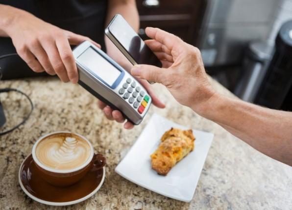 Die Hoffnungen der Payment-Branche ruhen im Moment auf Apple Pay – das neue Zahlungsverfahren soll Mobile Payment zum Durchbruch verhelfen. (Foto: Tyler Olson/Shutterstock.com)