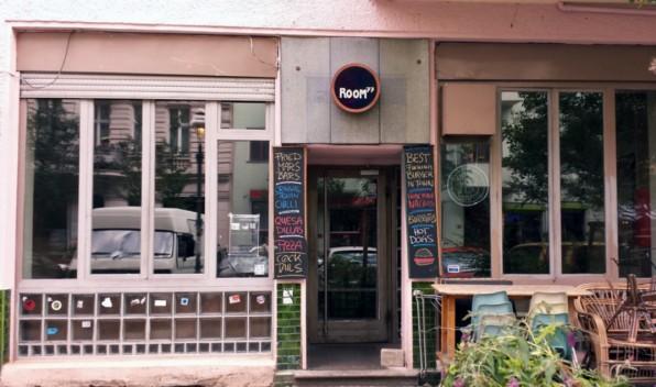 """Die Berliner Bar """"Room 77"""" ist eine der Bitcoin-Zentralen. Hier kann man nicht nur mit Bitcoin zahlen, hier treffen sich auch Anhänger der virtuellen Währung."""