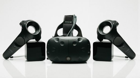 Die HTC Vive bietet das bisher umfangreichste VR-Erlebnis: Das Room-Scale-Konzept erlaubt es dem Nutzer, sich auf einer begrenzten Fläche zu bewegen – was auch in die virtuelle Welt übersetzt wird. (Foto: HTC / Valve)