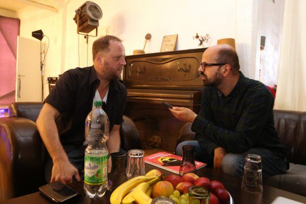 """Print-Chefredakteur Luca Caracciolo im Gespräch mit Smudo in Hamburg: """"VR wird zu komplett neuen Spielerlebnissen führen."""" (Foto: Jörn Pollex für Syfy)"""