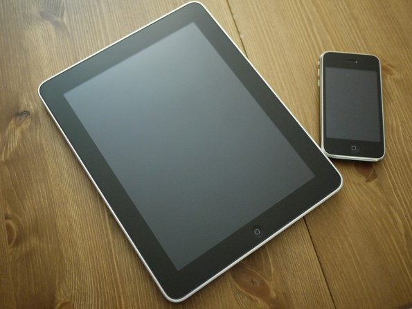 Hoffnungsträger iPad und iPhone. Foto: bfishadow. Lizenz: CC-BY.
