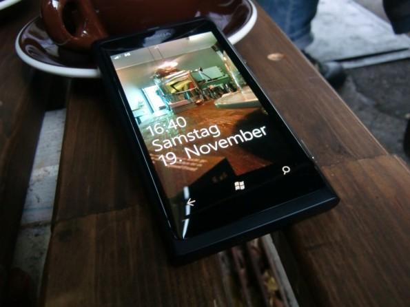 Nokia Lumia 800 Coffeestyle 595x446 Nokia Lumia 800 im Test   Ein guter Neuanfang