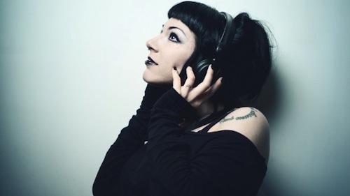 headphonesgirlmusic_14655-595x399