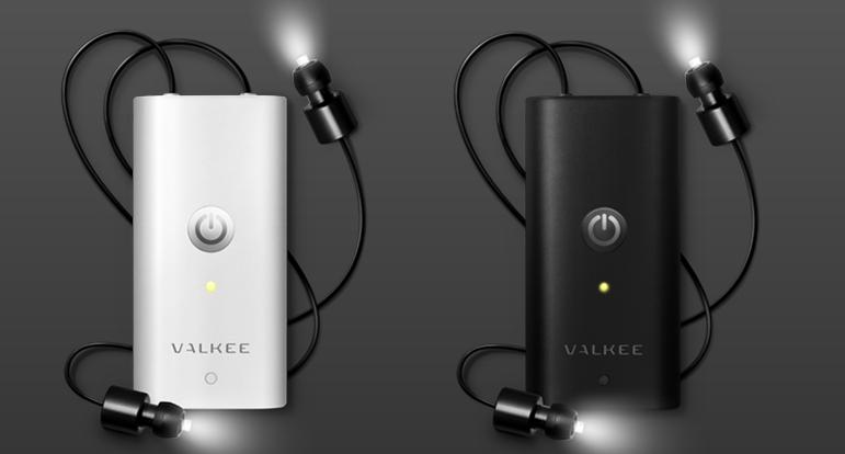 Die kleinen Geräte von Valkee sehen aus wie iPods. Nur dass keine Musik rauskommt, sondern Licht.