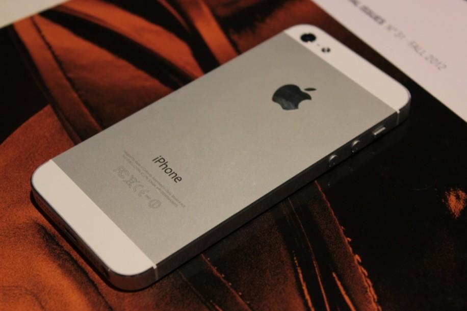 iPhone 5: Wer es in der Hand halten will, muss aktuell einige Wochen warten.