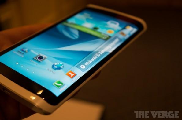 Ein flexibles Display wird das Samsung Galaxy S4 wohl eher nicht an Bord haben. (Bild: The Verge)