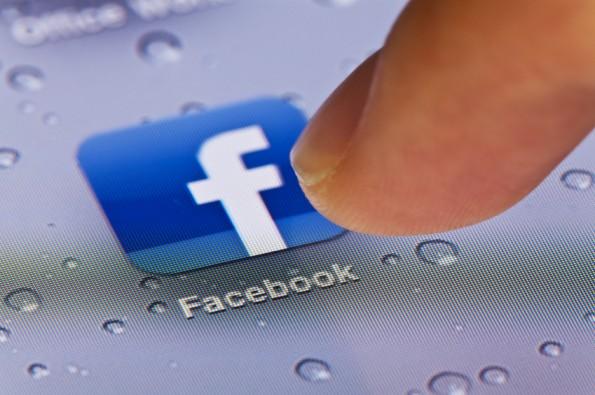 Nur ein Klick entfernt: Immer weniger Nutzer aus den USA und Europa schauen regelmäßig auf Facebook vorbei. (Bild: ©iStockphoto.com/ymgerman)