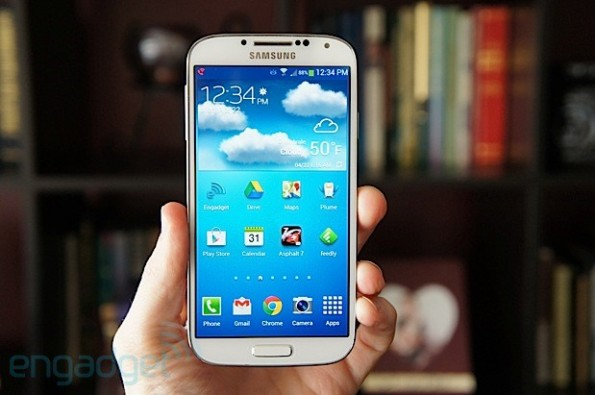samsung-galaxy-s4-engadget-reviev