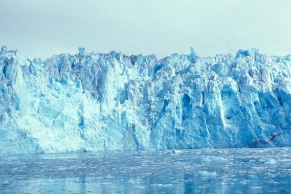 Eine der Zeitraffer-Aufnahmen bei Google Earth zeigt, wie sich der Columbia Gletscher in Alaska zurück zieht.