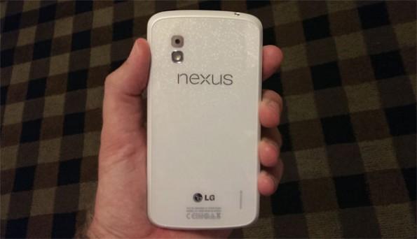 Ein weißes Nexus 4 mit Android 4.3 Jelly Bean erscheint am 10. Juni.