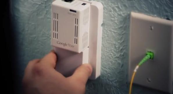 "Mit der ""Google Fiber Jack""-Box bekommt man einen Zugang zur Hochgeschwindigkeits-Glasfaser-Leitung. (Screenshot : Google Fiber Video)"