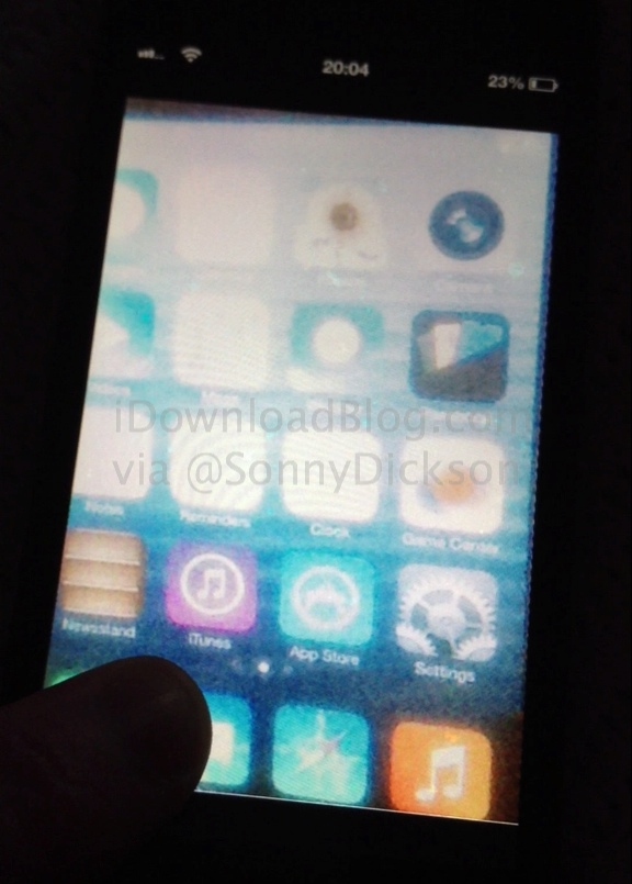 iOS-7-Home-screen-leak_wm