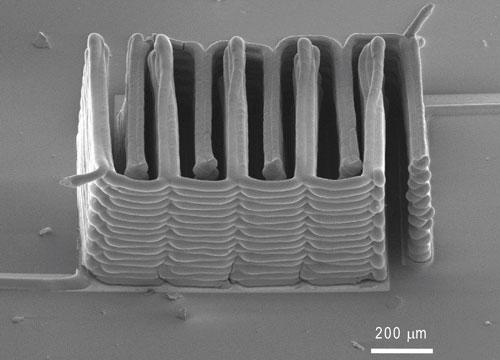 Mithilfe eines 3D-Druckers konnten Forscher aus Harvard winzige Akkus herstellen. (Bild: Jennifer A. Lewis)