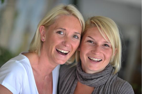 Tierärztin Sabrina Trachmann (links) nutzt Wix