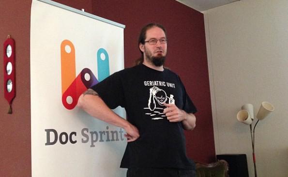 Chris Mills von Mozilla begrüßt die Anwesenden Frontend-Entwickler in Zürich.