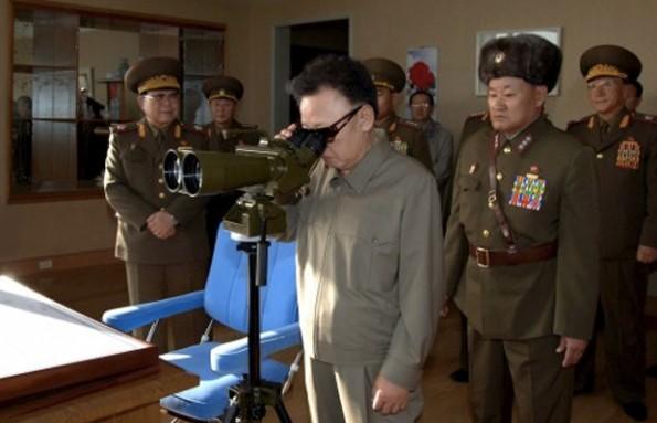 """Eines von vielen kursierenden """"Kim Jong-il Looking at Things""""-Meme. (Quelle: Tumblr)"""