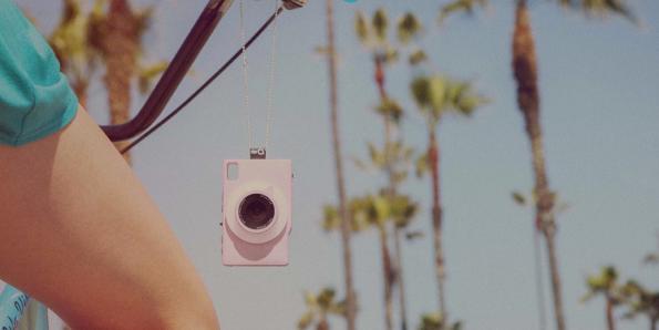 Mit einer zielgruppengerechten Kampagne will der schwedische Hersteller die Kamera theQ jungen Social-Media-Addicts näher bringen. (Bild: theQ)