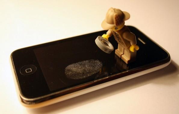iOS 7 Beta 4: Im Code fanden sich Hinweise auf einen Fingerabdruckscanner in kommenden iPhomes. (Bild: Chris Isherwood / Flickr Lizenz: CC BY-SA 2.0)