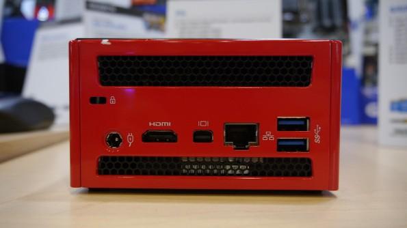 Mit HDMI und Display-Port kann der Brix Iris sogar zwei Monitore befeuern.