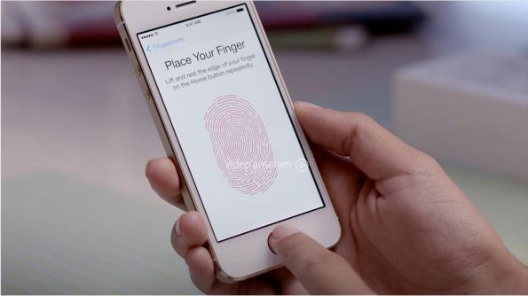 Der Fingerabdruck wird eingelesen. (Screenshot: Apple)