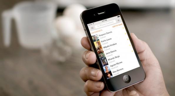 iOS 7: Kontakte im Flat-Design bietet Cobooks. (Bild: placeit.breezi.com / App-Store)
