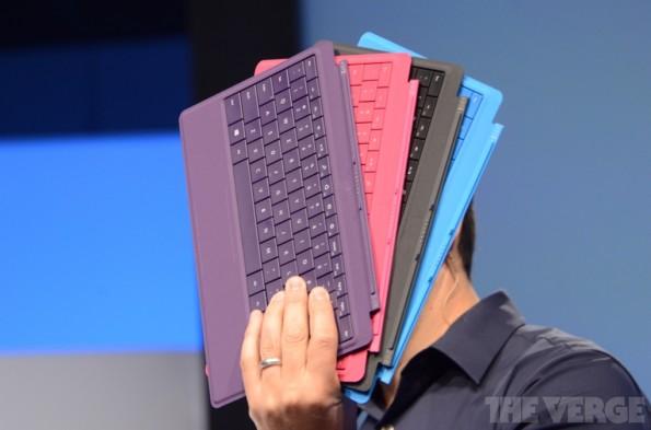 Das neue Type Cover 2 ist einen Millimeter dünner als sein Vorgänger und verfügt über eine intelligente Hintergrundbeleuchtung. (Quelle: TheVerge.com)