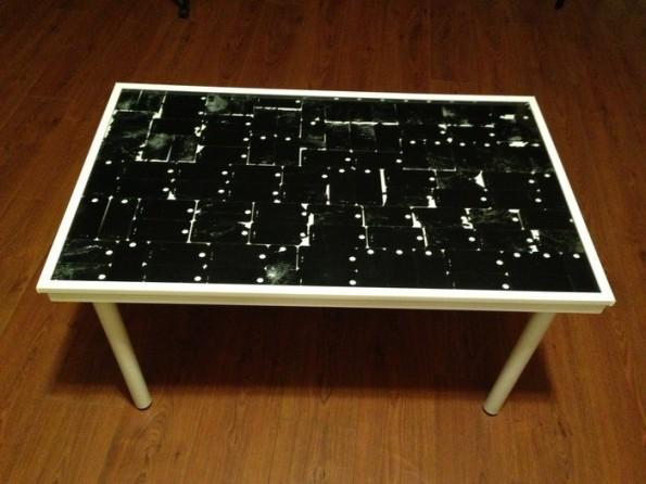 Auf Kickstarter bekommt ihr diesen iPhone-Tisch. (Foto: Kickstarter)