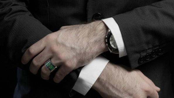 Der Smarty Ring soll wesentliche Funktionen von Smartphones übernehmen. Zum Beispiel über SMS, E-Mails oder Facebook-Nachrichten informieren. (Foto: Smarty Ring)