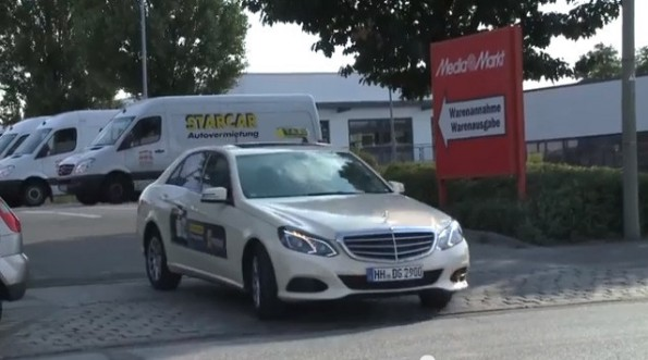 Mytaxi Delivery bei Media Markt (Screenshot: Filmbrauerei / Youtube)