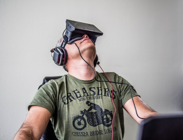 Mit der Oculus Rift in neue Welten eintauchen. Facebook setzt viel Geld auf Augemented Reality. #FLICKR#
