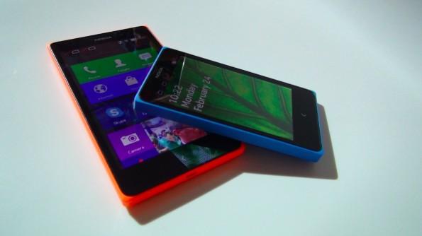 Nokia XL und Nokia X(+): Mit diesen beiden Modellen möchte Nokia die Lücke zwischen Asha- und Lumia-Modellen schließen – mit Android als Betriebssystem. (Foto: t3n)