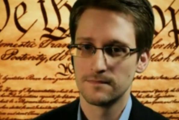 Edward Snowden fordert Hacker auf sich gegen die NSA zu wehren und Mitbürger zu schützen. (Screenshot: YouTube)